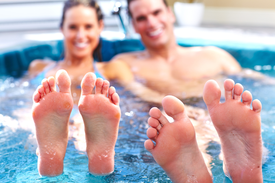 bigstock-Young-relaxed-couple-in-jacuzz-35549882-copy.jpg (900×600)